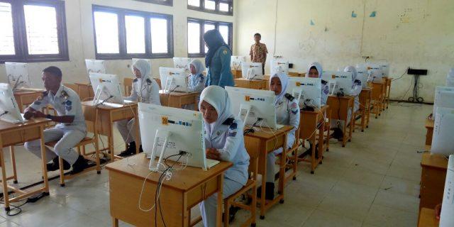 Hari Ini 88,6 Persen Siswa SMK Ikuti Ujian Nasional Berbasis Komputer