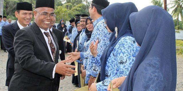 Pemberian Penghargaan Satya Lencana Kepada Pegawai LPMP Aceh