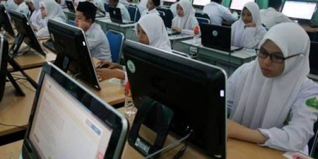 Solusi Kemendikbud dalam Prioritaskan UN Berbasis Komputer